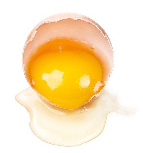 L'uovo, ricco di acidi grassi che combattono l'aterosclerosi, di vitamine B e sali minerali. Fonte: Popsugar