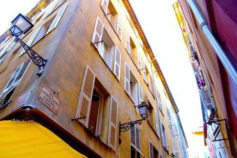 Tra i vicoli di Vieux Nice - foto di Elisa Chisana Hoshi
