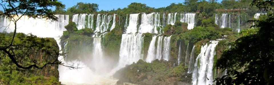 Cascate dell'Iguazù: una delle 7 meraviglie naturali del mondo tra Argentina e Brasile