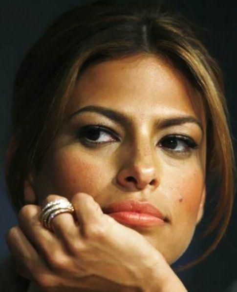 Eva Mendez porta lo stesso colore di blush e rossetto