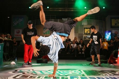 Thai_Breakdancers