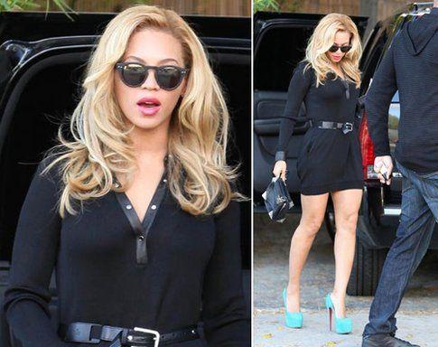 Beyonce in total black ma con delle Christian Louboutin che spiccano!
