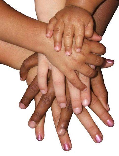 le mani (uguali)