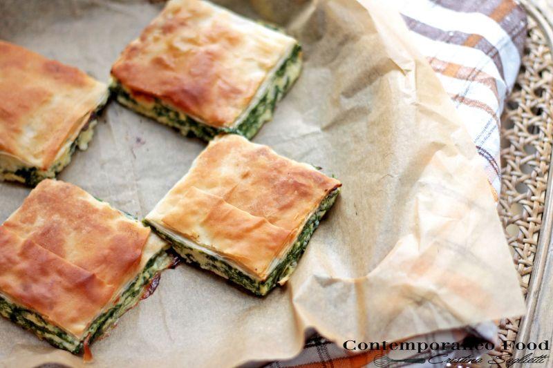 Quadrotti di pasta fillo con spinaci, ricotta e feta greca