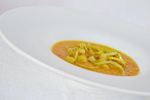 Vellutata di zucca e porri con patate al rosmarino. Ricetta e foto di Roberta Castrichella.