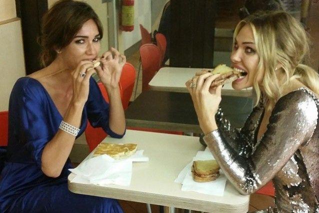 Ilary Blasi e Silvia Toffanin mangiano in autogrill dopo il matrimonio della Hunziker
