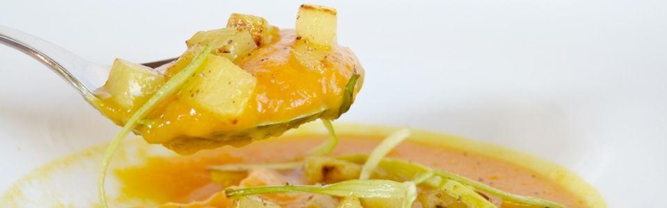 Ricetta vegana: vellutata di zucca e porri con patate al rosmarino