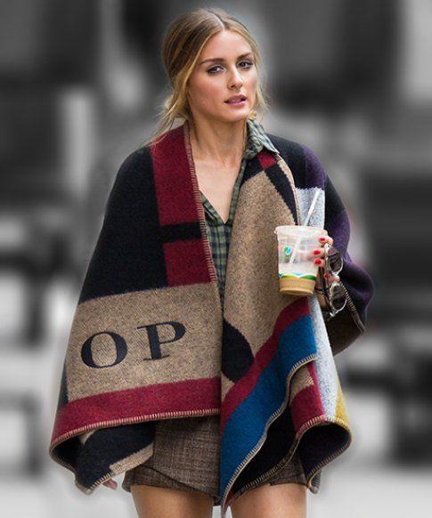 La blogger americana Olivia Palermo ed il suo poncho personalizzato