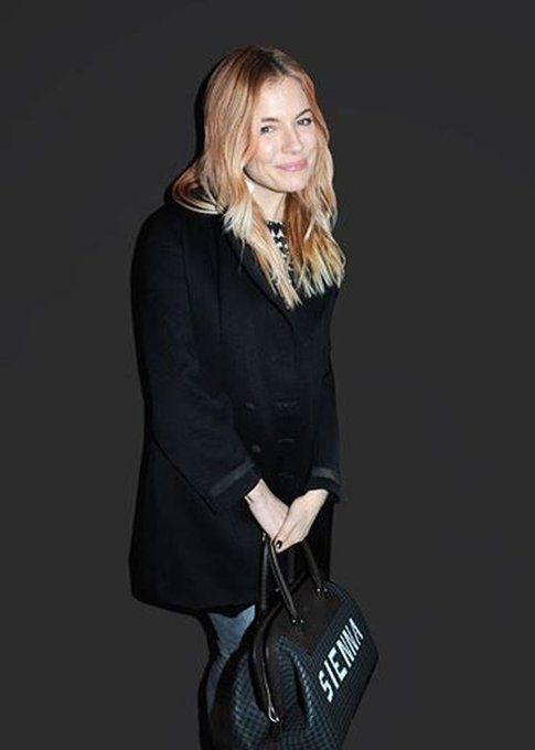 Sienna Miller e la borsa personalizzata della linea Fendi Selleria