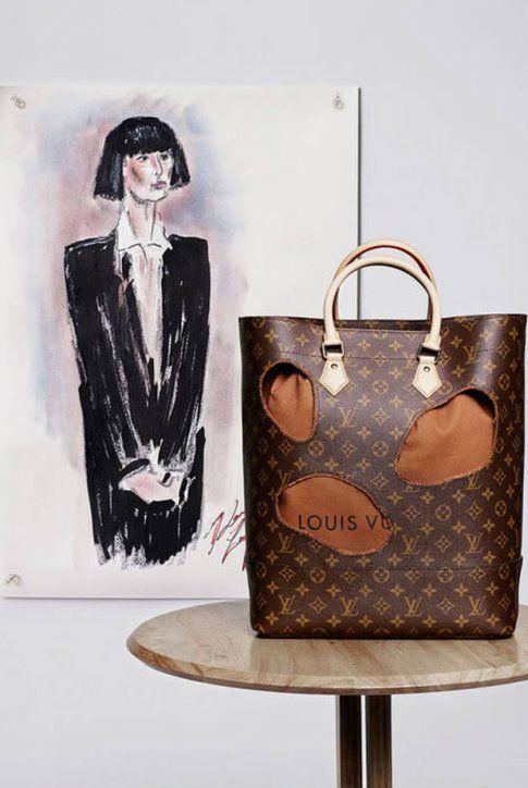 Il ritratto della designer Rei Kawakubo e la borsa con i fori