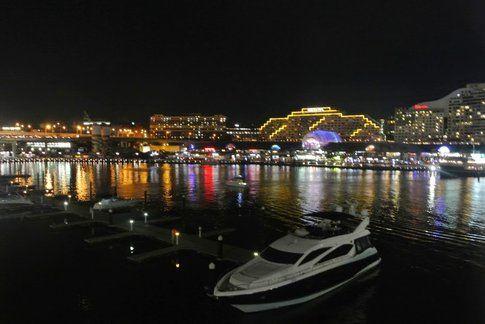 Darling Harbour di notte