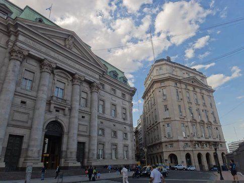 Plaza de Mayo, vista sul Banco de la Naciòn