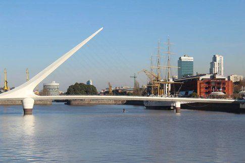 """Il """"Puente de la Mujer"""" di Calatrava, in Puerto Madero"""