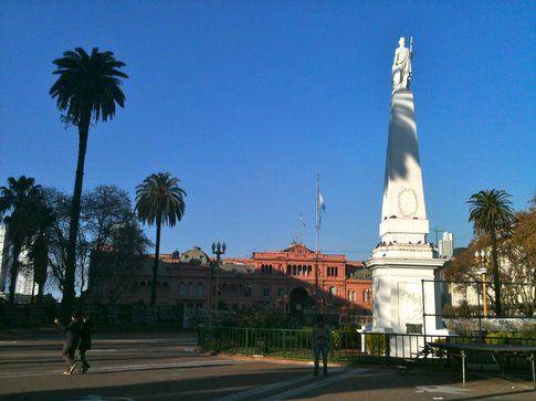 Palaza de Mayo (Casa Rosada in fondo)