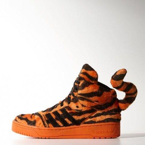 Sneakers Tiger Adidas Original by Jeremy Scott. Disponibili anche nella versione bambino. Fonte: Adidas
