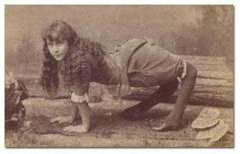 """Ella Harper, la """"donna cammello"""""""