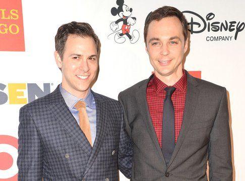 Jim Parsons e Todd Spiewak Fonte: eonline.com