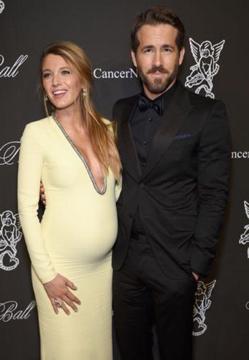 Blake Lively e il marito Ryan Reynold al loro primo red carpet con il pancione entrambi vestiti Gucci
