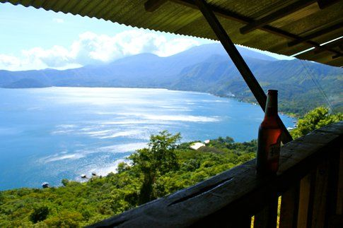 Vista al Lago Coatepeque, da uno dei bar lungo la strada