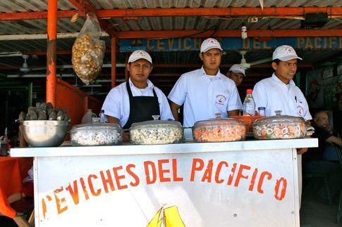 Uno dei ristorantini in Puerto la Libertad