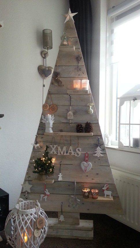 Albero di Natale in tasselli di legno – foto Pinterest.com