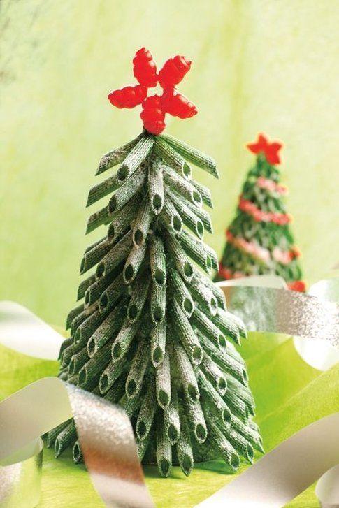 Albero di Natale realizzato con pasta - foto Pinterest.com