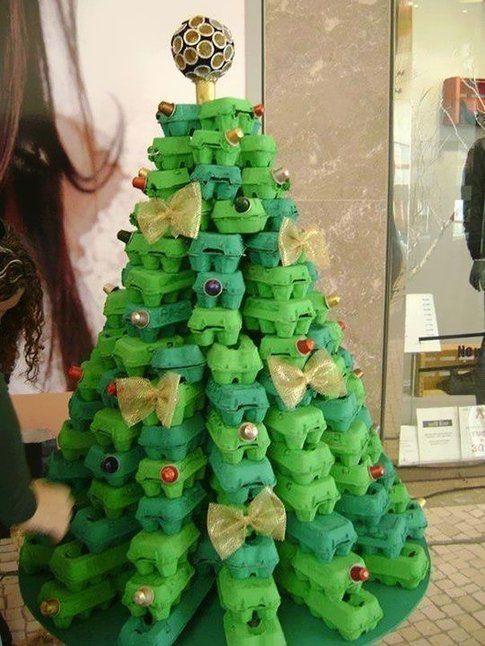 Albero di Natale realizzato con cartoni delle uova - Foto Pinterest.com