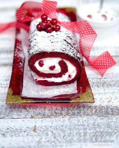 Red Velvet Christmas Roll, dal blog Kitty's Kitchen