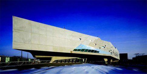 Phaeno Science Center. Wolfsburg, Germania. Progetto:Zaha Hadid