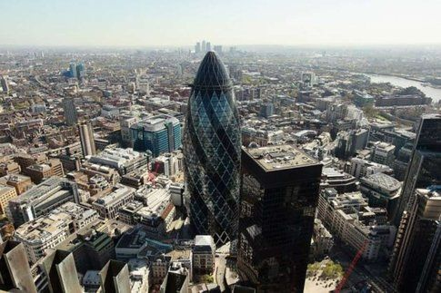 """30 St. Mary Axe """"The Gherkin"""". Londra. Progetto: Foster + Partners"""