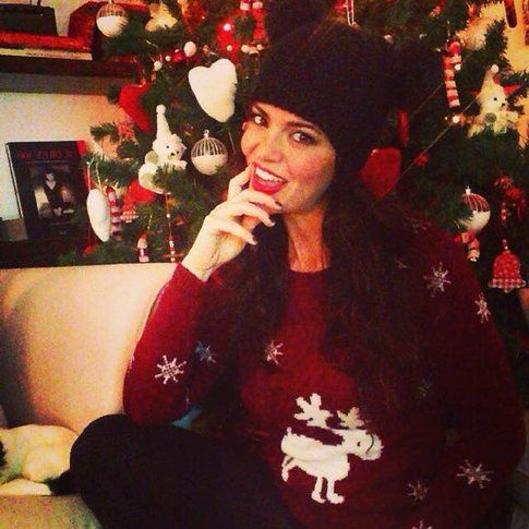 Laura Torrisi con un maglione a tema natalizio - Instagram