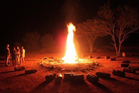 Un falò a Ayers Rock-Uluru