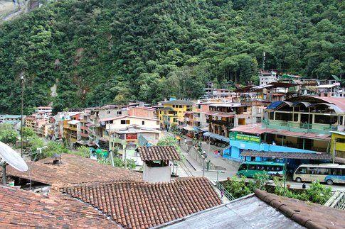 La piccola città di Aguas Calientes, alle pendici del Machu Picchu