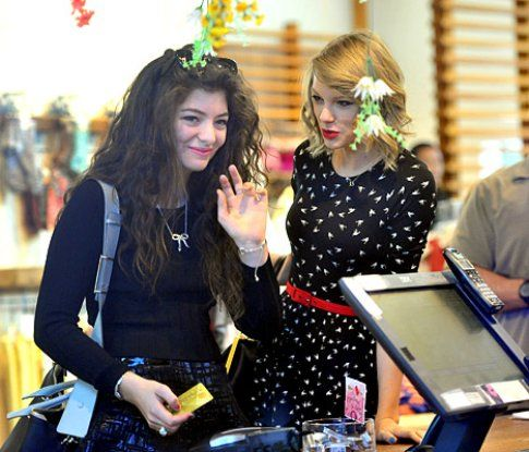 Lorde e Taylor Swift - via eonline.com