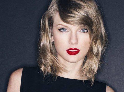 Taylor Swift - foto Facebook ufficiale