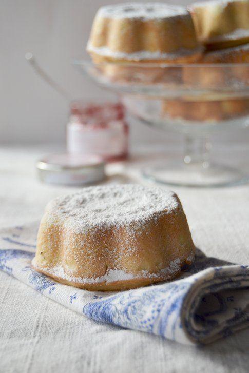 Crostatine ripiene di ricotta e marmellata ai lamponi. Ricetta e foto di Roberta Castrichella.