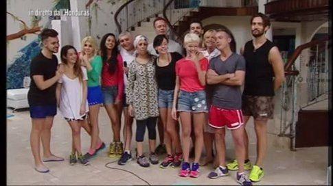 Il cast dell'Isola dei famosi - foto Facebook Isola dei famosi