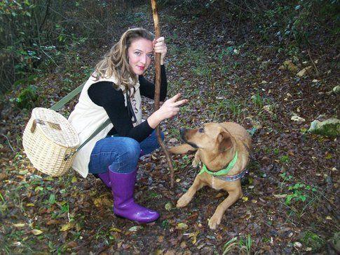 Chiara Zanotti insieme a Sally nel bosco