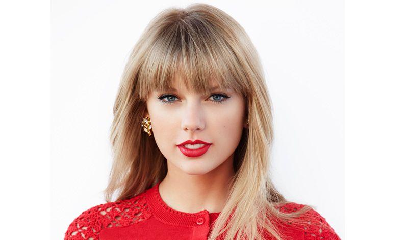 Nuovo attacco hacker e questa volta nel mirino c'è Taylor Swift. I pirati informatici avrebbero tra le mani i profili Twitter e Instagram della cantante e ... - taylor-swift-presenting-jpg