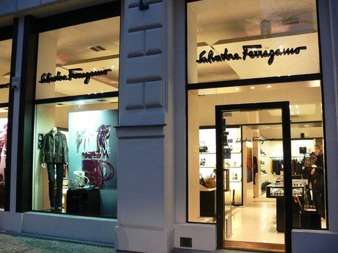 Una boutique Salvatore Ferragamo