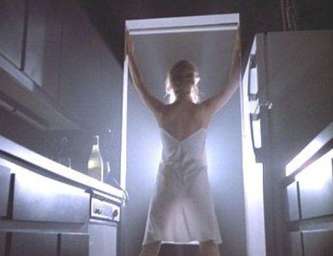 """Scena di """"9 settimane e 1/2"""" - immagine da movieplayer.it"""