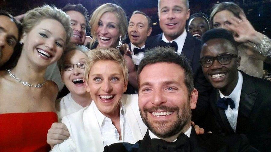 Ellen DeGeneres shows actors, front row from left, Jared Leto, Jennifer Lawrence, Meryl Streep, Ellen DeGeneres, Bradley Cooper, Peter Nyongío Jr.  Channing Tatum, Julia Roberts, Kevin Spacey, Brad Pitt, Lupita Nyongío, Angelina Jolie