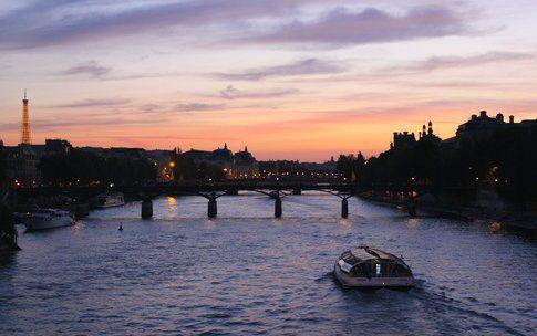 Parigi - sulla Senna al crepuscolo - foto di Elisa Chisana Hoshi