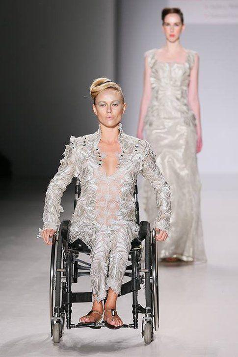 Modelle in sedia a rotelle e con arti artificiali alla NYFW - fonte: marieclair.it