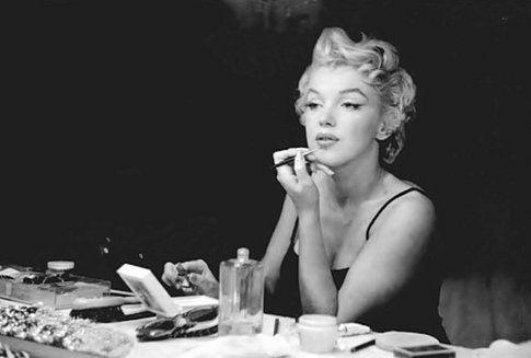 La bellezza di Marylin non era solo naturale, dietro al suo viso da bambola glamour c'è uno studio attento e approfondito