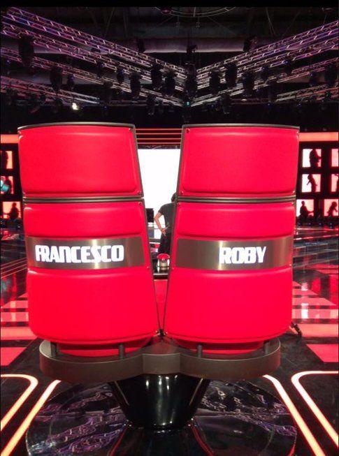 Poltrona doppia per Roby e Francesco Facchinetti - foto dalla pagina facebook di Francesco Facchinetti