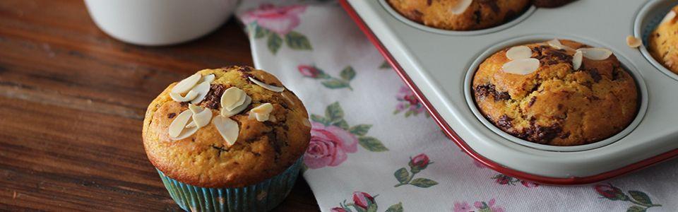 Muffin morbidi al cioccolato, vaniglia e mandorle