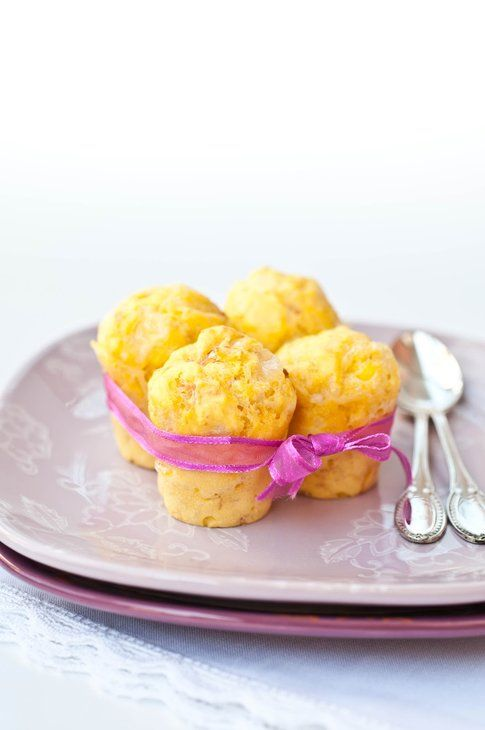 Muffin salati prosciutto e formaggio. Ricetta e foto di Teresa Balzano del blog Peperoni e Patate.