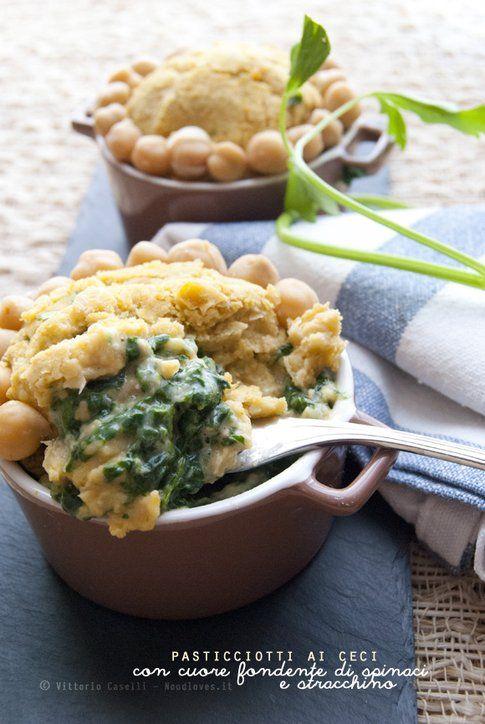 Pasticciotti con cuore fondente di spinaci e stracchino, dal blog Noodloves.