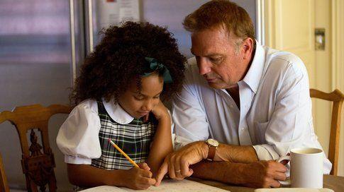 """Kevin Costner in una scena di """"Black or White"""" - foto da cartella stampa Good Films"""